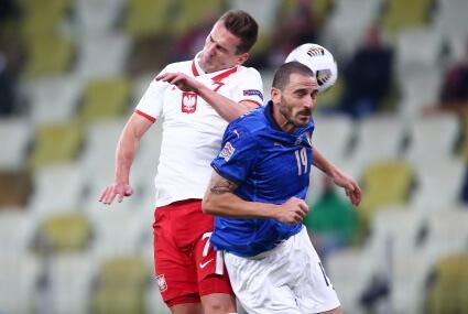 Arkadiusz Milik w walce z Leonardo Bonuccim