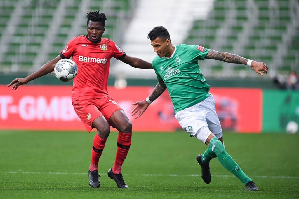 Edmond Tapsoba podczas meczu z Werderem