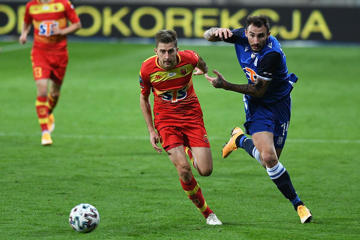 Taras Romanczuk (L) w meczu z Lechem Poznań