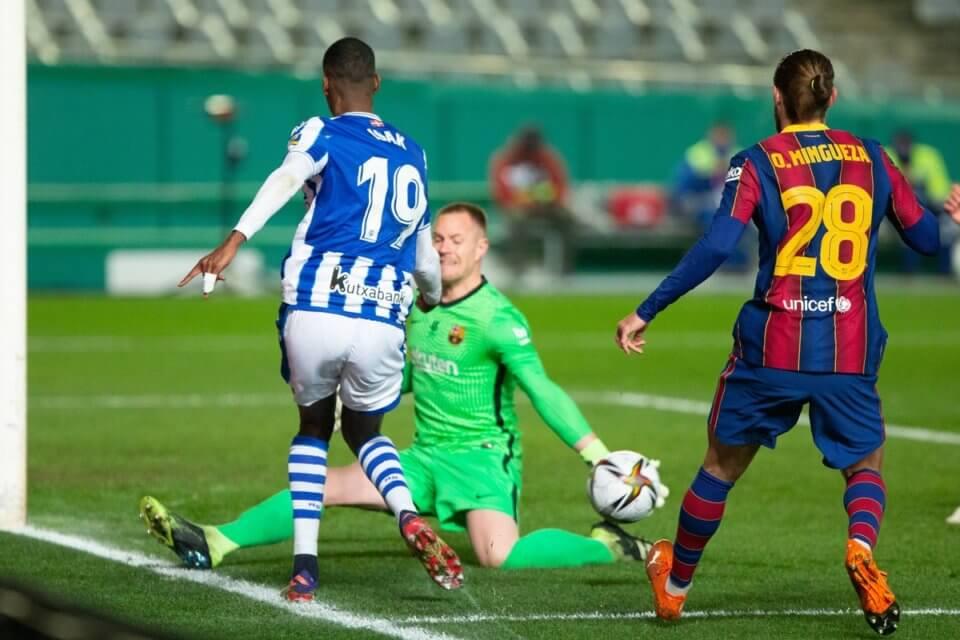 Alexander Isak w meczu z Barceloną
