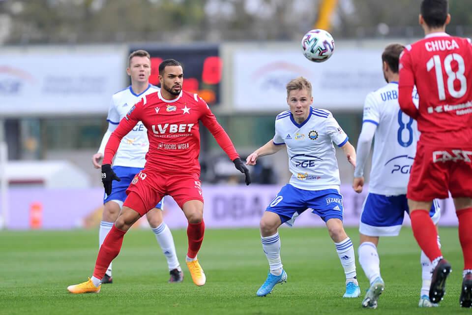 W pierwszym meczu Wisła pokonała Stal 6:0