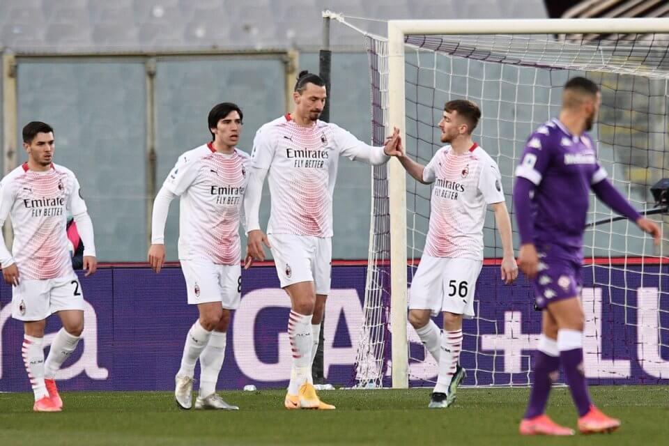 Zawodnicy Milanu w meczu z Fiorentiną