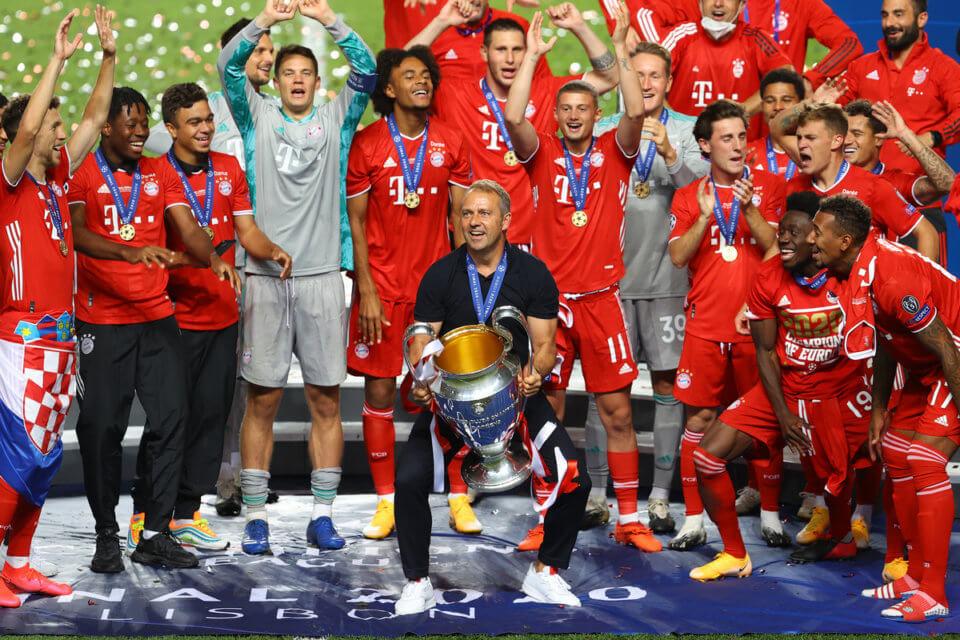 Bayern Monachium z pucharem Ligi Mistrzów 2019/2020