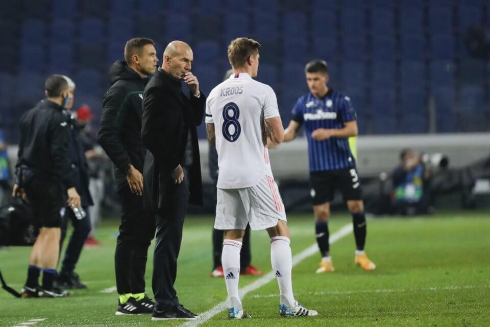 Zidane ze swoim żołnierzem, Kroosem