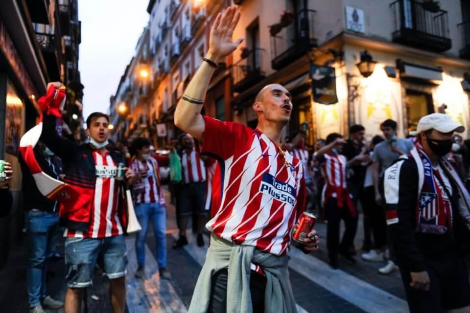 Kibice Atletico świętujący tytuł