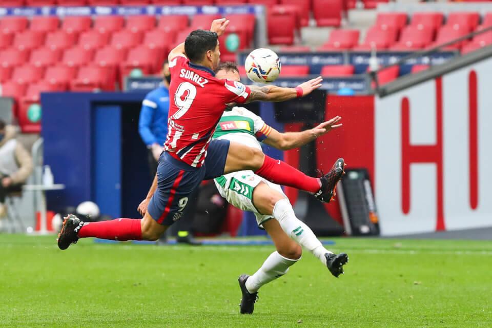 Luis Suarez w meczu z Elche