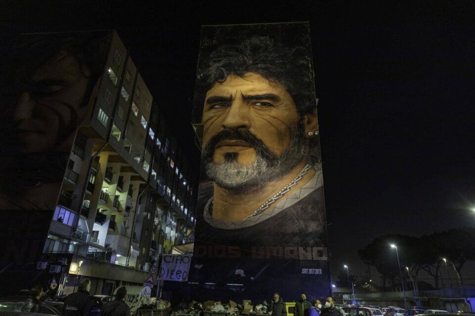Neapol żegnający Diego Maradonę