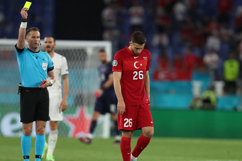 Żółte i czerwone kartki na Euro 2020
